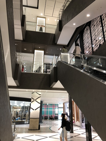 ミント神戸 が6年ぶりの改装 上質感を求める大人 を照準にした幅広いラインナップへ アパレルウェブ アパレル ファッション業界情報サイト
